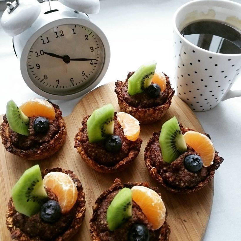jak zrobić fit tartaletki z budyniem i owocami