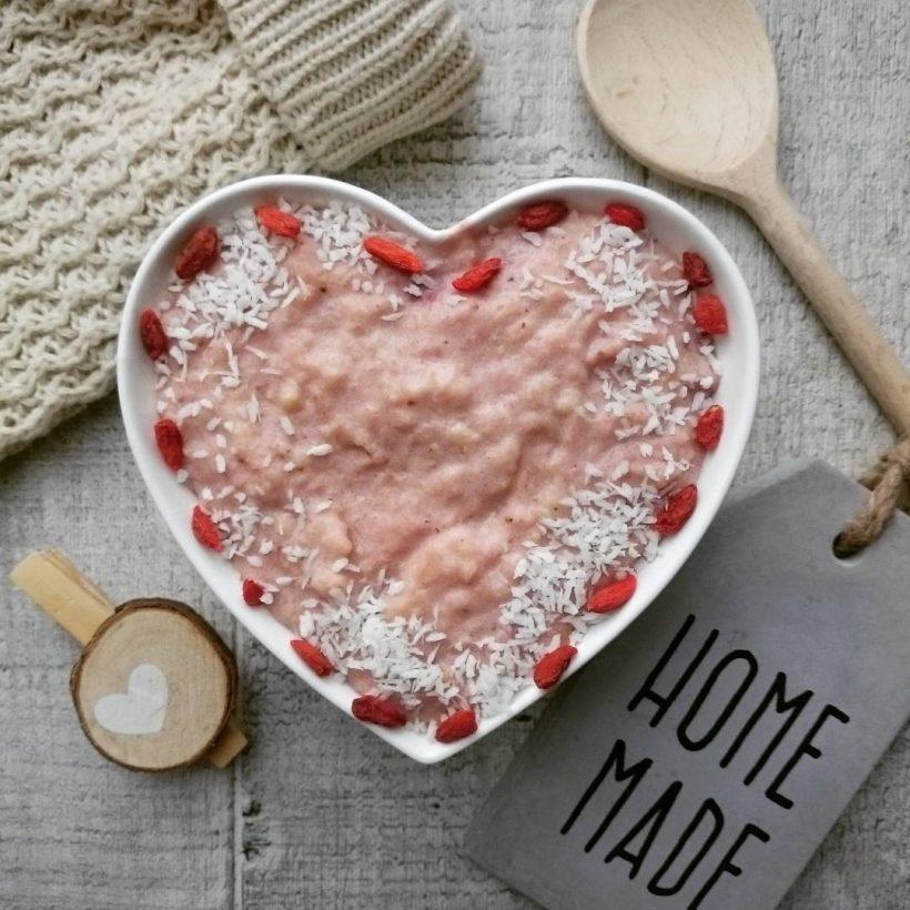 przepis na fit budyń jaglany truskawkowy