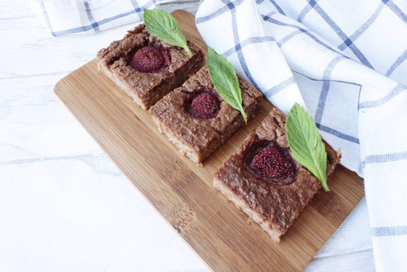 przepis na zdrowe ciasto jaglane z truskawkami